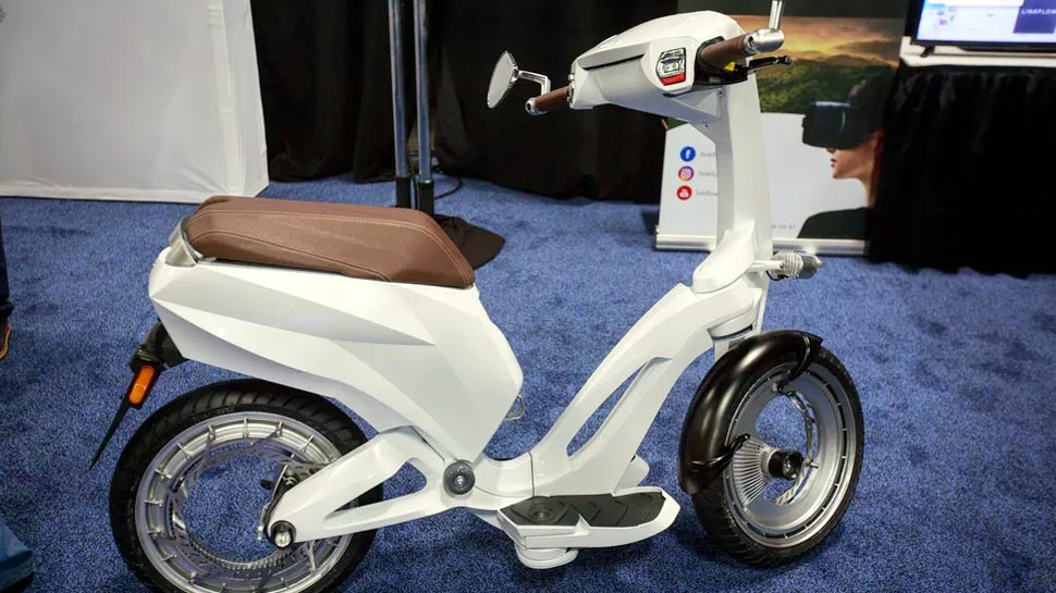 Ujet Launches A Folding Smart Scooter At CES 2018