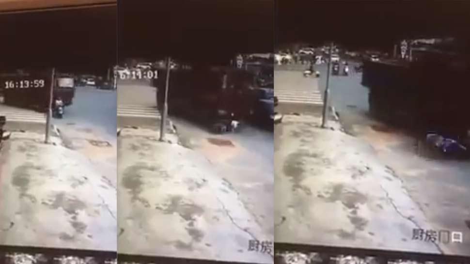 અકસ્માતનો Live Video: સ્કૂટી પર જતી મહિલા પર ટ્રક ફરી વળ્યો, મહિલાનો ચમત્કારીક બચાવ
