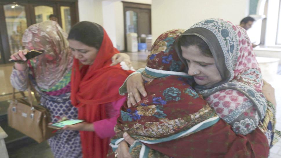 નવાઝ શરીફના પત્ની કુલસુમને 'સુપુર્દે ખાક' કરવામાં આવ્યા, જનાજામાં હજારો લોકો સામેલ થયા