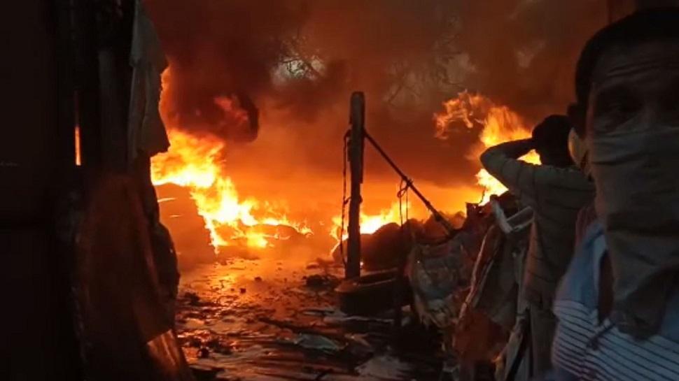 રાજકોટઃ ટાયરના ગોડાઉનમાં લાગી ભીષણ આગ, ચાર ફાયરની ગાડીઓ ઘટનાસ્થળે