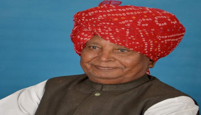 Octogenarian BJP MP Liladhar Vaghela now says MoS Haribhai should spare his LS seat for him