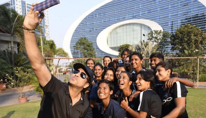 સચિન અને ભારતીય વુમન્સ ટીમની મુલાકાતની ખાસ તસવીરો