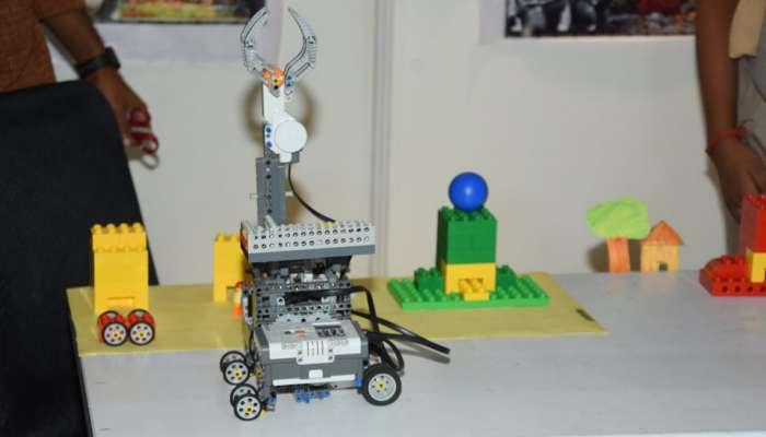 વર્લ્ડ રોબોટ ઓલિમ્પિયાડ નેશનલ ચેમ્પિયનશિપમાં રોબોટ્સ વચ્ચે જામી રસાકસી