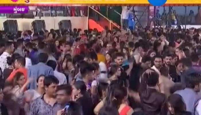 People in Mumbai groove to Garba beats Video