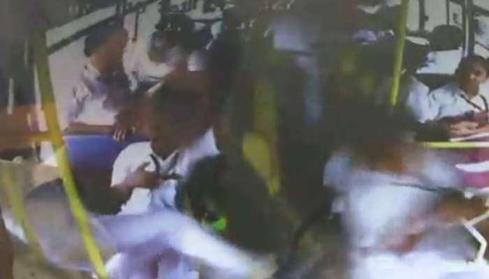 Video: વિદ્યાર્થી વચ્ચેની મસ્તી બની ખતરનાક, એક છાત્રએ લાત મારીને બીજાને ચાલુ બસમાંથી ફેંકી દીધો  બહાર