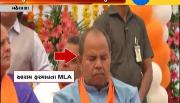 Mahesana leader of BJP sleeping in program of CM vijay rupani