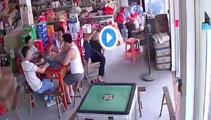 Viral Video: ಪರ್ಸ್ ಕದ್ದ ಕಳ್ಳನನ್ನು ಪತ್ತೆಹಚ್ಚಲು ಹೋದವರಿಗೆ ಕಂಡಿದ್ದೇನು ಗೊತ್ತೇ?