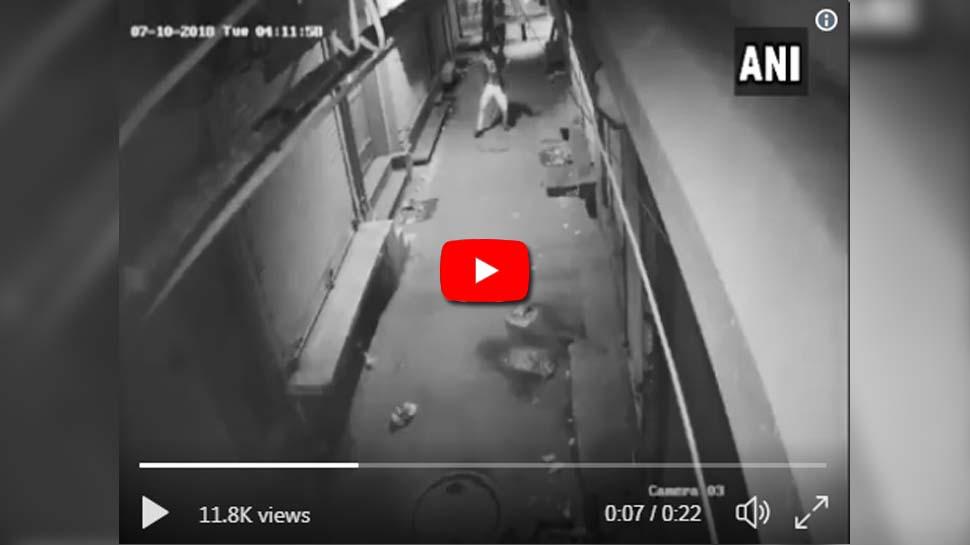Video: திருட்டுக்கு மத்தியில் ஜாலியாக நடனமாடும் திருடன்!