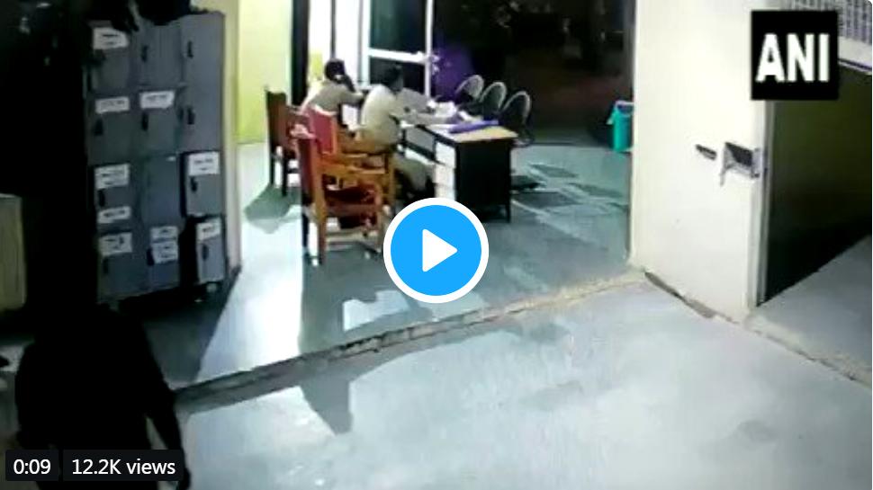 watch: தலையில ஒரே போடு; காவலர் ஸ்பார்ட் அவுட்: குற்றவாளி எஸ்கேப்...