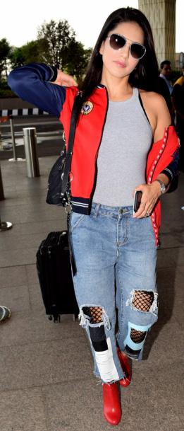 Sunny Leone poses for shutterbugs