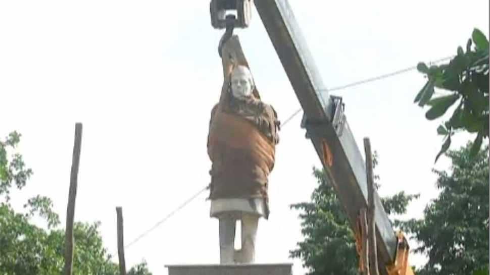 அலகாபாத்தில் நேரு சிலை அகற்றம்; காங்கிரஸ் கட்டம்..!
