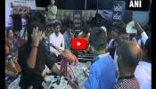 Video: குஜராத் பாடகரின் இசைக்கு ரூ.50 பரிசளித்த பொதுமக்கள்!