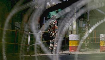காஷ்மீரில் தீவிரவாதிகள் ஊடுருவல் முறியடிப்பு: 4 பேர் சுட்டுக்கொலை