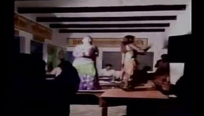 கொடுரம்! டான்ஸ் பாராக மாறிய அரசு பள்ளி- வீடியோ