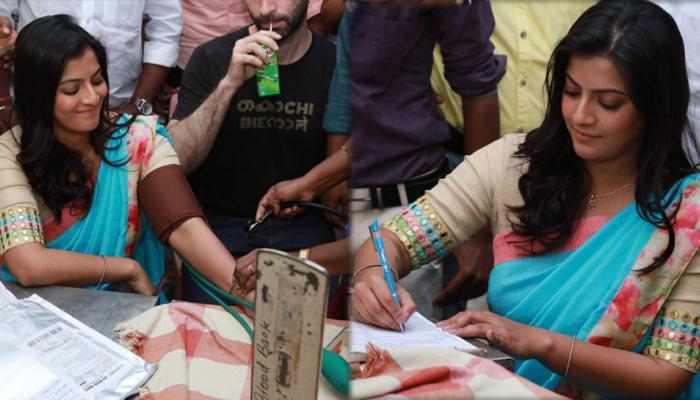 சர்வதேச மகளிர் தினம் கொண்டாட்டம்: இரத்தத்தை தானம் செய்த நடிகை வரலட்சுமி