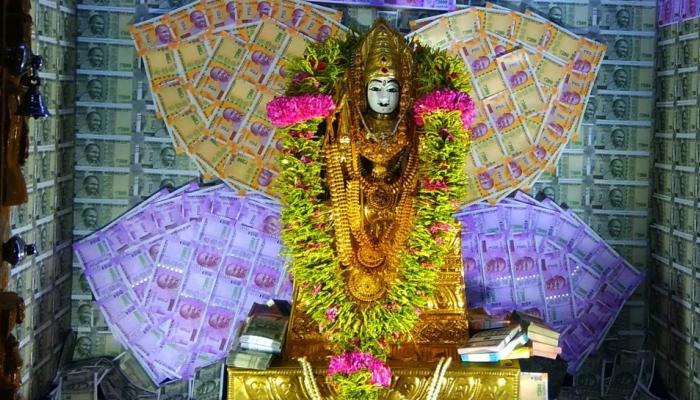 ரூபாய் நோட்டுகளால் அலங்கரிக்கப்பட்ட கோவை முத்துமாரியம்மன்!