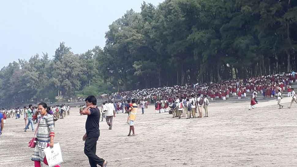 సముద్రంలో 40 మంది విద్యార్థులు ప్రయాణిస్తున్న బోటు బోల్తా