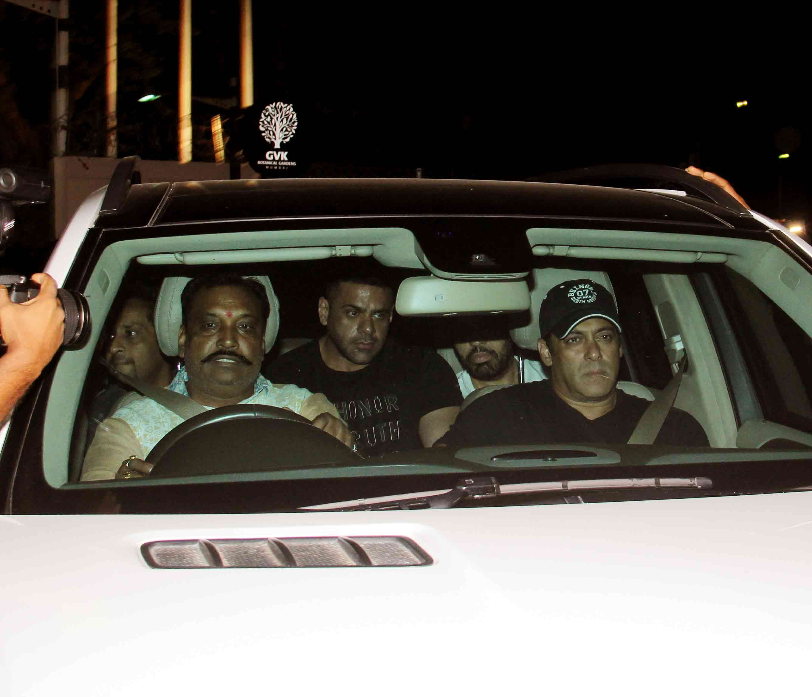 Salman Khan reaches Mumbai