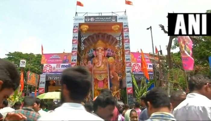 నిమజ్జనానికి తరలిన ఖైరతాబాద్ మహాగణపతి