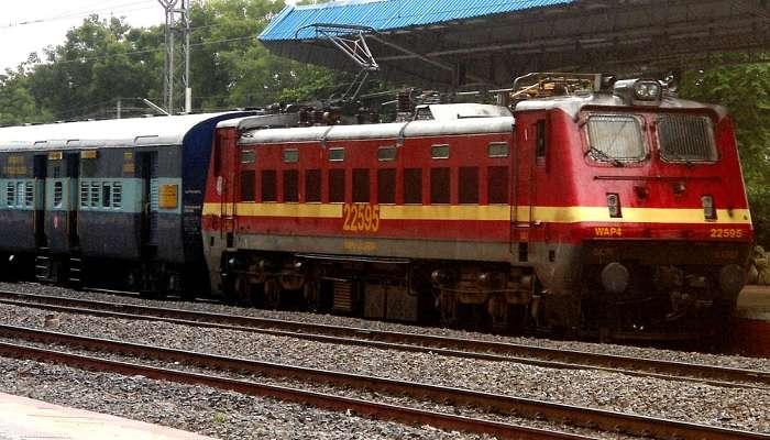 హైదరాబాద్లో గోల్కొండ ఎక్స్ప్రెస్కి తప్పిన ప్రమాదం