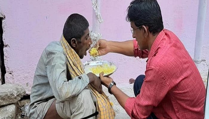ప్రతీ రోజూ 400 మంది ఆకలి తీర్చడమే నా లక్ష్యం : ఓ హైదరాబాదీ సోషల్ వర్కర్ కథ